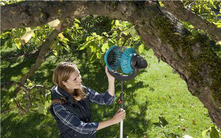 Recolector Frutas Gardena 03108-20 en acción