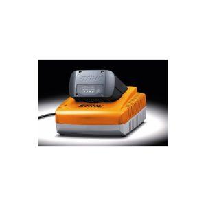 Cargador Stihl AL 300 - El cargador rápido AL 300 carga con corriente alta - La Quinta